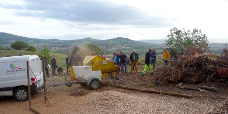 Une plateforme communale de broyage des branches à Saint-Maurice-ès-Allier : Une méthode innovante et environnementale pour valoriser ses déchets de jardin